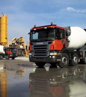 Scania P 380 8x4*4 concrete mixer, CP14 cab. U.A.E Photo: Jonas Nordin 2004.12.08. Orginal: 041544-010